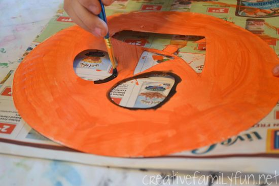 Explore these fun Halloween activities and crafts that you and your students can do in the classroom #halloween #halloweenintheclassroom #halloweenclassroom #halloweenactivities #halloweencrafts #classroomideas #teachingideas #holidaysintheclassroom