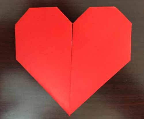 Explore these fun Valentine's Day crafts that you and your students can do in the classroom this holiday season! #valentinesday #valetinesdayintheclassroom #valentinesdayclassroom #valentinesdayactivities #valentinesdaycrafts #classroomideas #teachingideas #holidaysintheclassroom #easyvalentinesdaycrafts #valentinesdaycraftsforkids